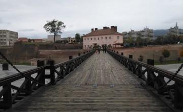Úton a levéltárhoz, mely a bal sarokban található épület.